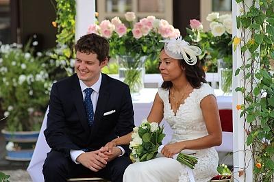 mariage laique jeune couple